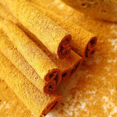 Fresh Cinnamon Sticks and Powder